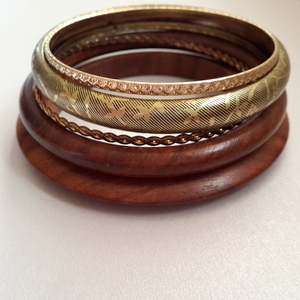 5Pc Ladies Bangle Set with Wood