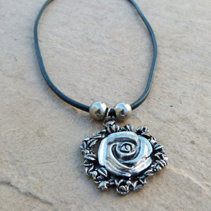 42cm Black Plastic Cord Necklace with Rose Pendant