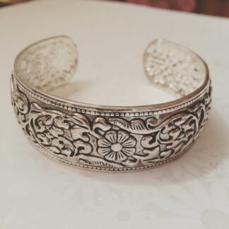 Tibetan Cuff with Flowers